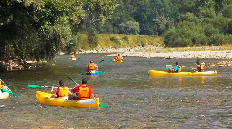 Actividades acuáticas en Navarra, piragüismo por los sotos del río ebro en Valtierra en el día del pan de leche o Fluviosarao y mucho más.